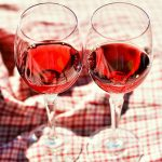 Alkoholgehalt im Wein zweier Weingläser