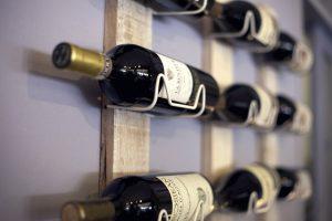 Regal zur horizontalen Weinlagerung