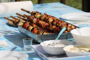 Den passenden Wein schnell zum Grillen finden. Fleisch, Fisch oder Gemüse, welcher Wein passt?