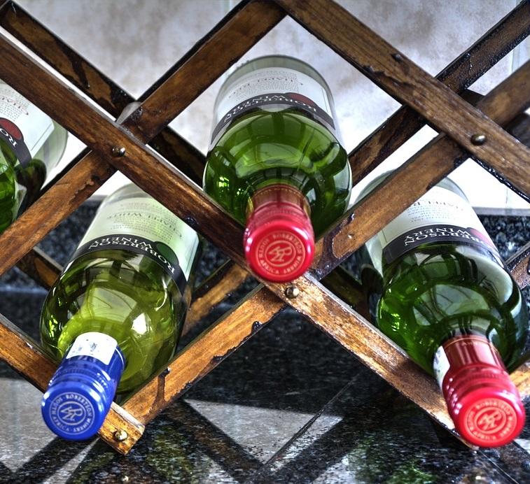 Offenes Weinregal für liegende Weinflaschen- Beitragsbild
